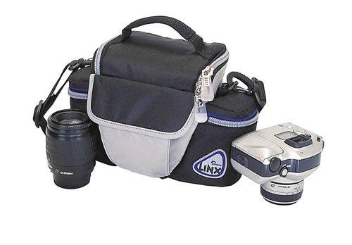 Сумки для фотоаппарата с объективом в сборе, часто узкие и глубокие.